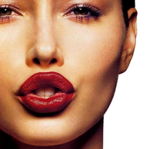Гланц за увеличаване на устните