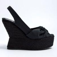 Черни сандали на танкетке