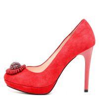 Червени велурени обувки